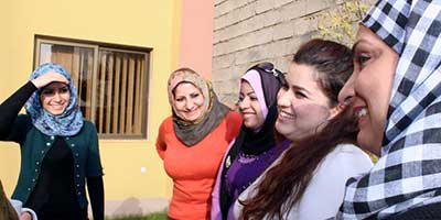 Huda Aqeel Hameed, Eman Faiq Abdulwahab, Muna Salih Abed Ali, Jwan Pishtiwan och Fryal Abdulla Musa at a recent meeting for young women's rights activists from different parts of Iraq, organised by Kvinna till Kvinna. | Photo: Kvinna till Kvinna/Ala Riani.