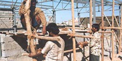 House building in Gujarat follwing 2001 earthquake | Photo: Patrick Fuller