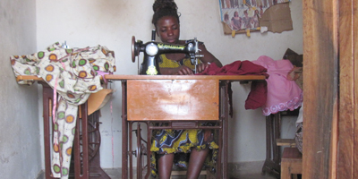 woman sewing machine