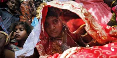 Fourteen-year-old child bride Lalita Saini (R) in Alsisar village, about 200 km (124 miles) north of Jaipur, India, April 25, 2007. REUTERS/Tanushree Punwani