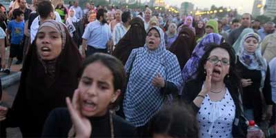Female protesters walk towards Tahrir square after Mubarak&rsquo;s verdict in Cairo June 2, 2012 | Photo: Reuters