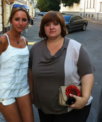Maria Stambler (l) and Pussy Riot lawyer Violetta Volkova in Moscow  19.08.2012
