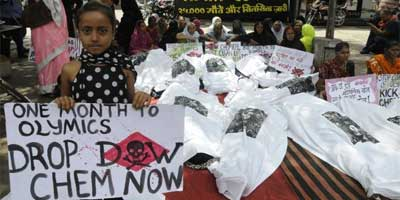 A group of survivors of the 1984 Bhopal gas tragedy hold placards during a protest against Dow Chemical's sponsorship of the London Olympics, in Bhopal on Wednesday. Photo: A. M. Faruqui