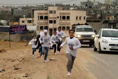 Gaza-girls-running